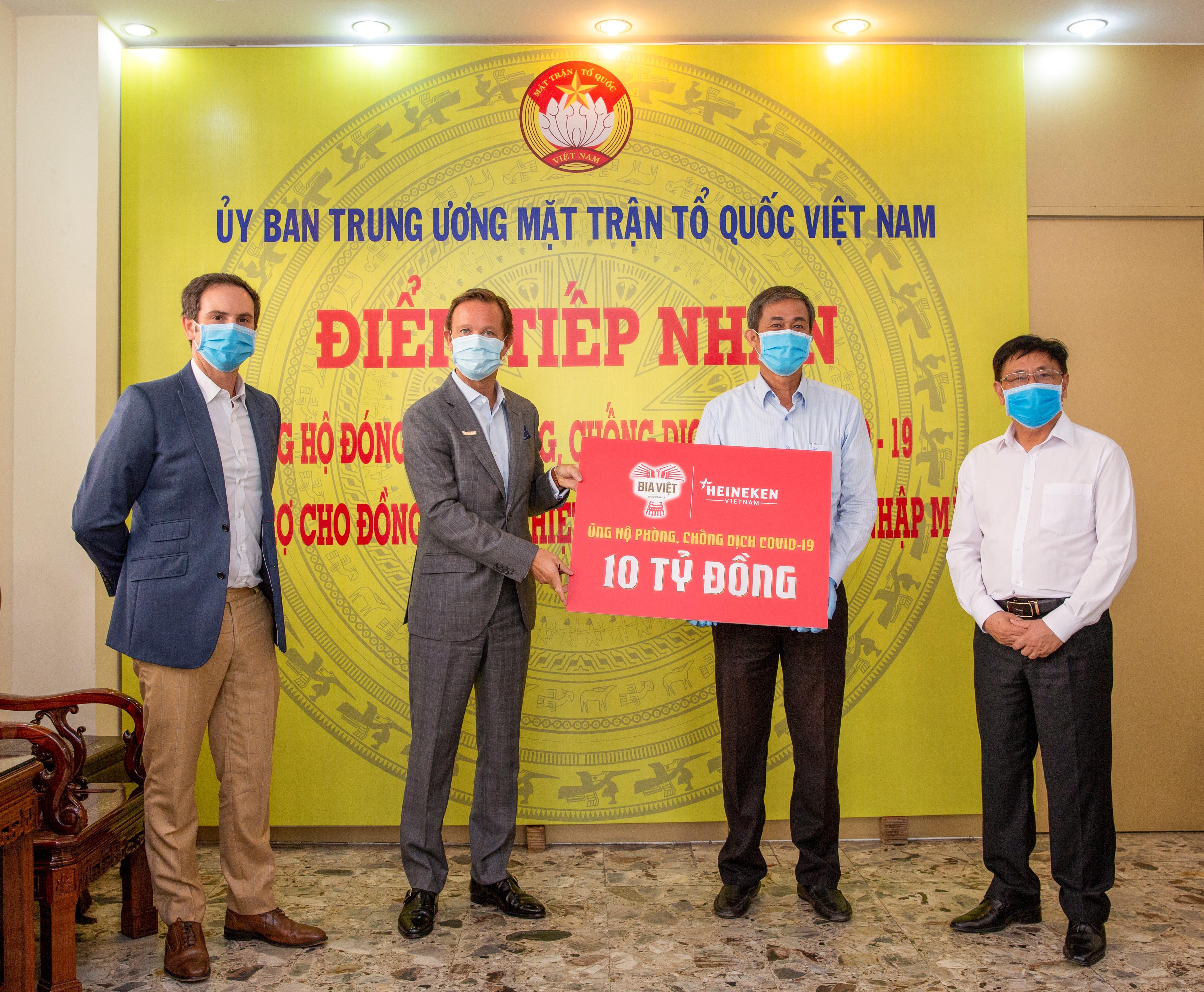 HEINEKEN Vietnam and Bia Viet donated VND 10 billion to support COVID-19 relief efforts in Vietnam - 1.jpg