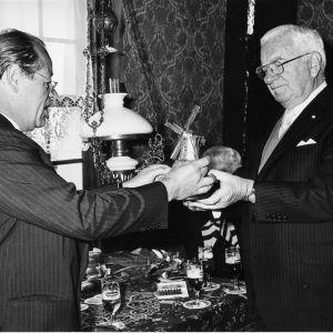 11463 Freddy Heineken Leo van Munching in de Barremolen 1975.jpeg